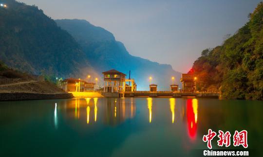上马相迪A水电站夜景。 钟欣 摄