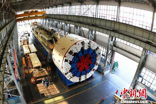 中国出口欧洲最大直径盾构机发运